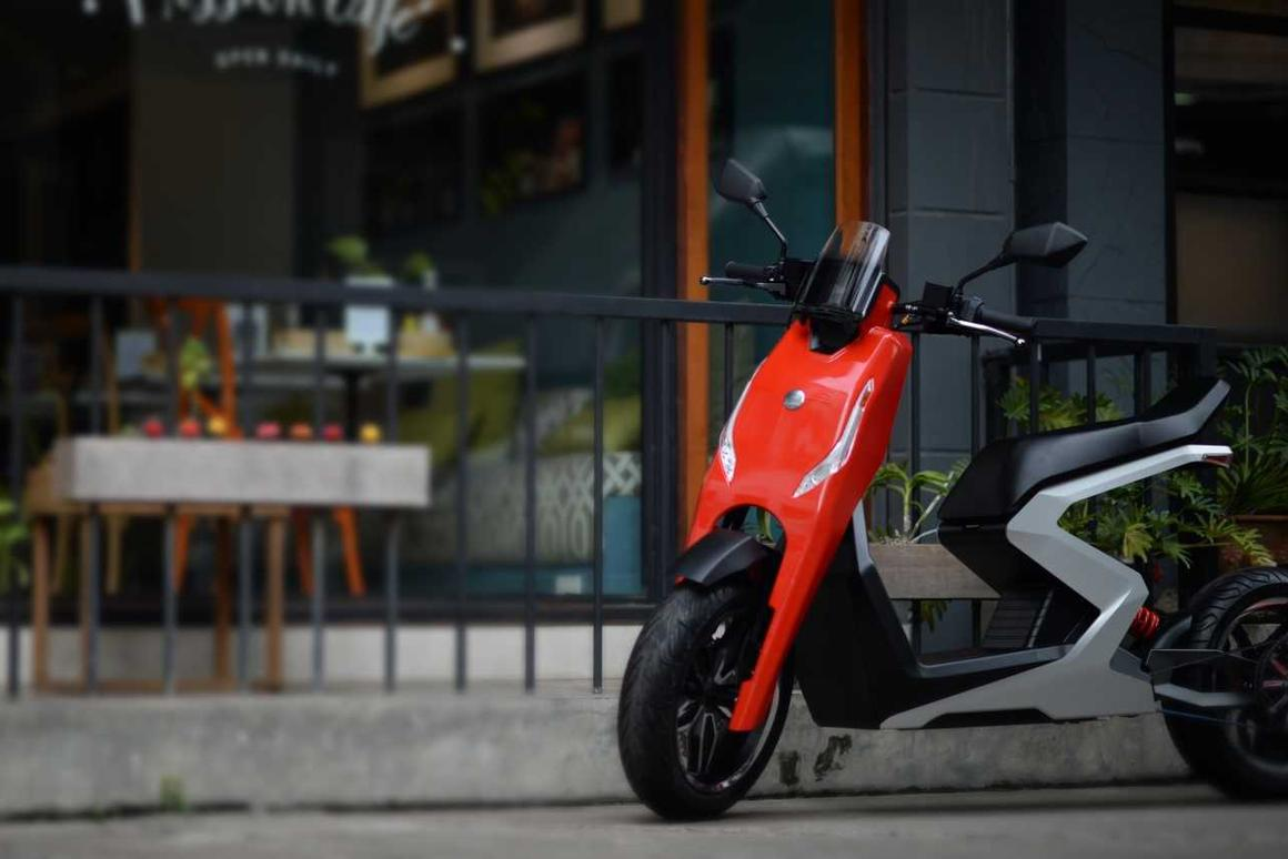 The Zapp i300 electric scooter has a top speed of 60 mph, with a monstrous 587 Nm of torque getting from 0-30 mph in 2.35 seconds