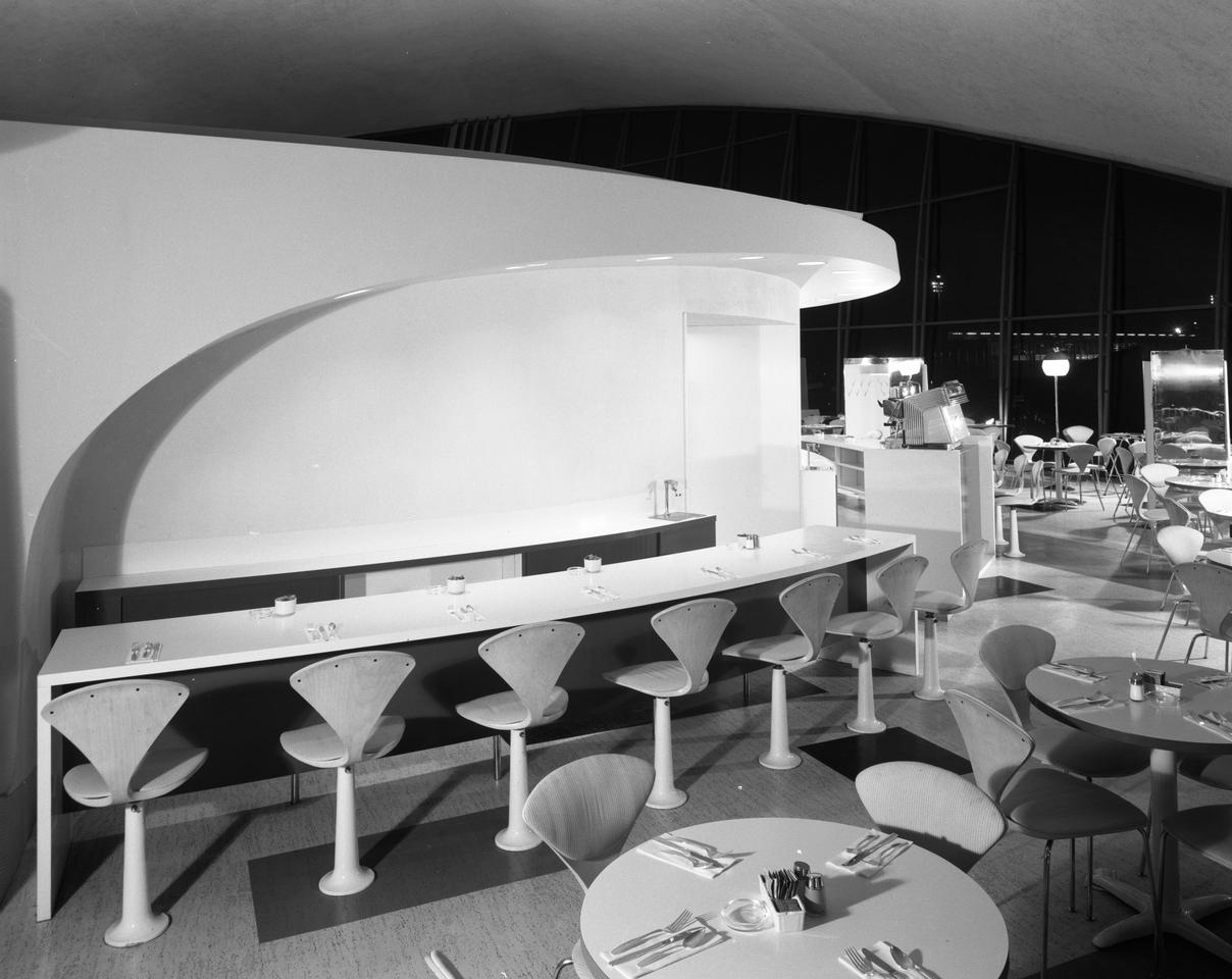 The Union News restaurant at Idlewild airport was another of Loewy's designs (Photo: Gottscho-Schleisner Collection, Library of Congress)