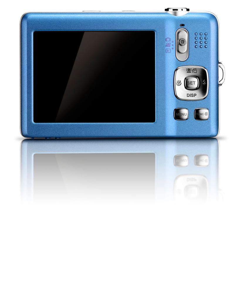2.7-inch 230,000 dot LCD display with an intuitive and simple user interface offering a dozen automatic scene modes