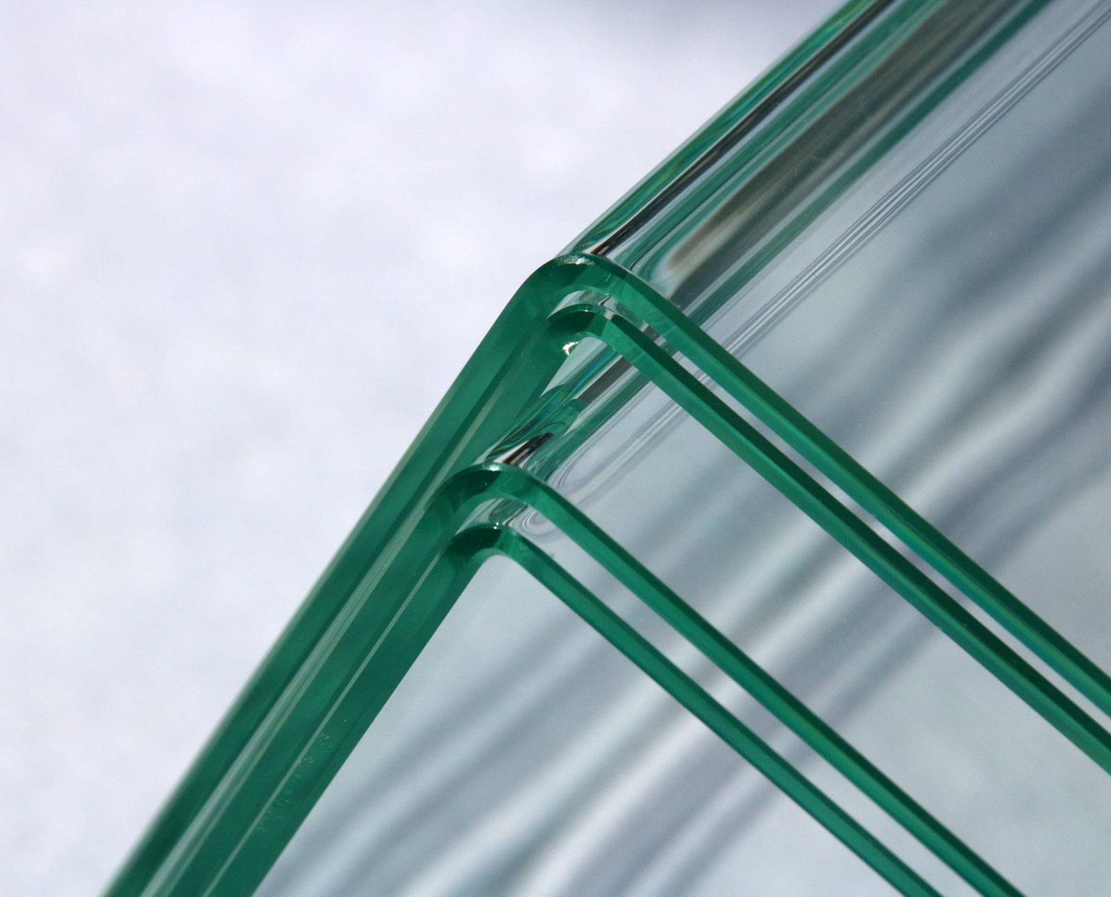 German tech bends glass sheets at right angles