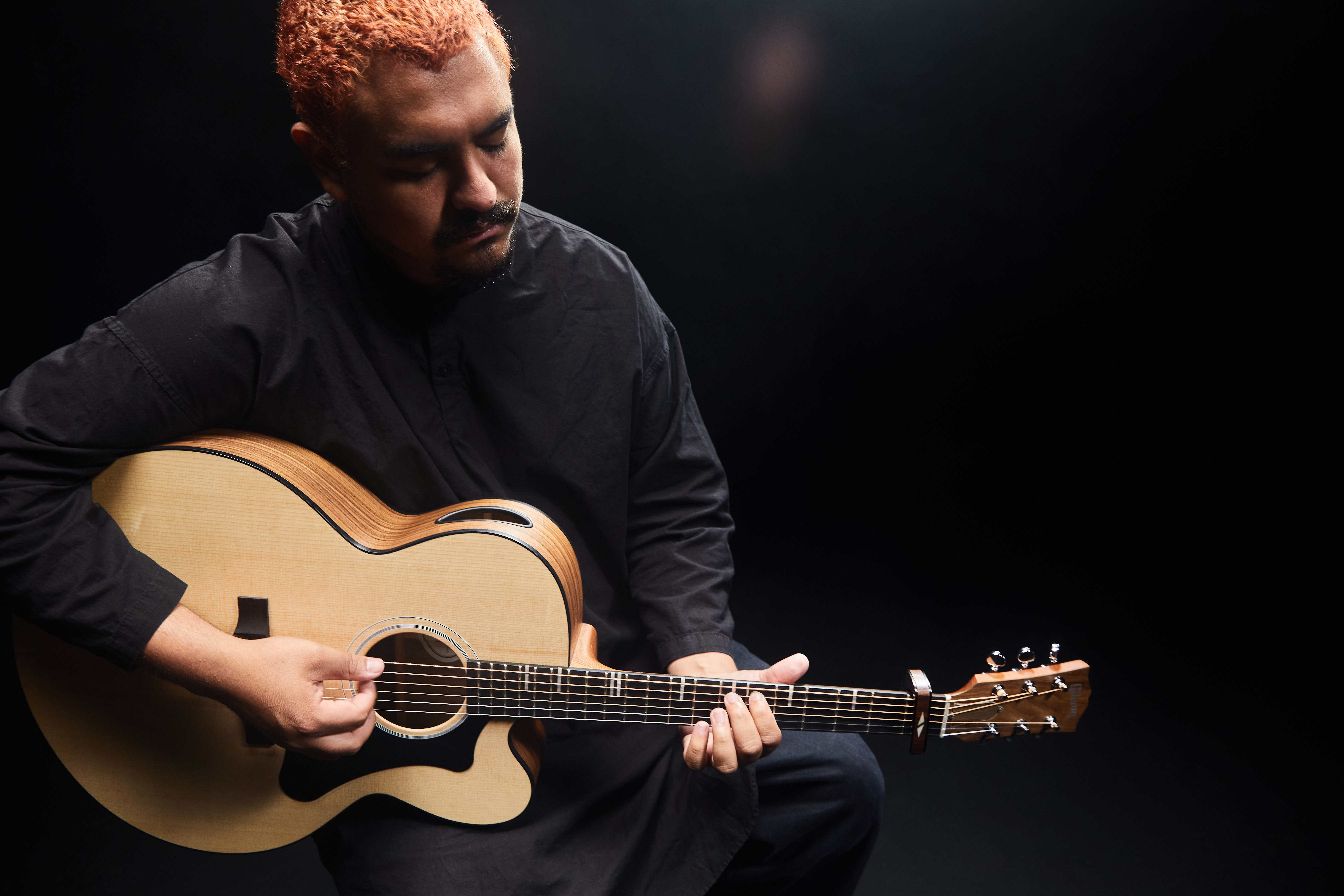 Alejandro Aranda, or Scarypoolparty, takes the Gibson Generation Collection G-200
